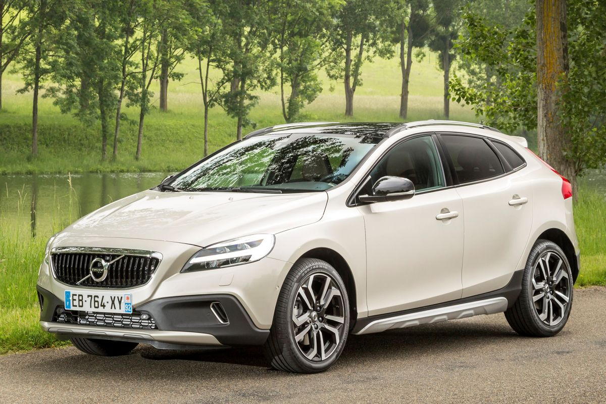 Volvo V40 Cross Country 2016 matmenys